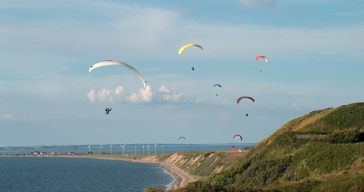 Paragliders in Toftum Bjerge